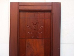 114-walnut_victorian_doors_closeup_top