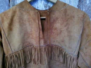 A192_ladies_buckskin_tassel_jacket_closeup_neck